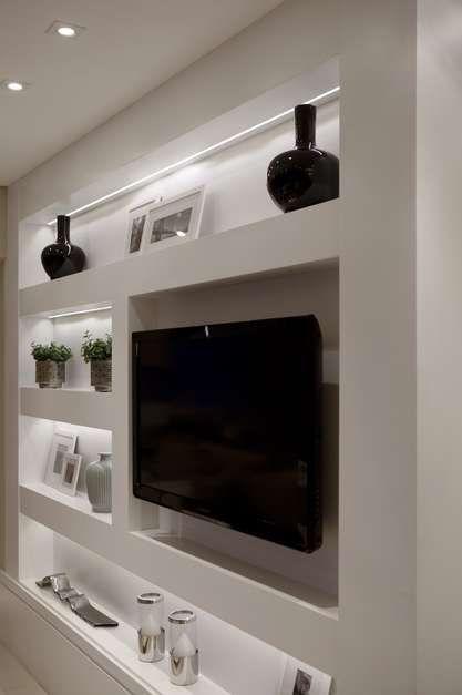 Chamada para criar um apartamento decorado para um empreendimento no bairro de Santana, na Zona Norte de São Paulo, a designer de interiores aproveitou a ampla varanda de 32 m 2 para criar uma área social integrada. Informações: (11) 3842-8562 Foto: Marco Antonio/Barbara e Purchio Interior Design/ Divulgação
