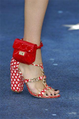 Chanel cartera para pie