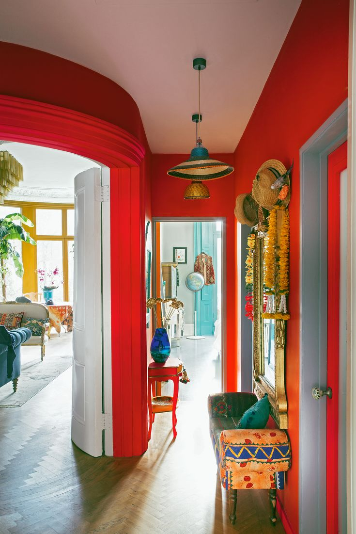 Matthew Williamson's home features in this month's Living Etc magazine with a full article entitled 'bohemian rhapsody'. Happiness by design: the red walls inside Matthew's home could not be more cheerful, creating a beautiful, bright interior. Click to read more.