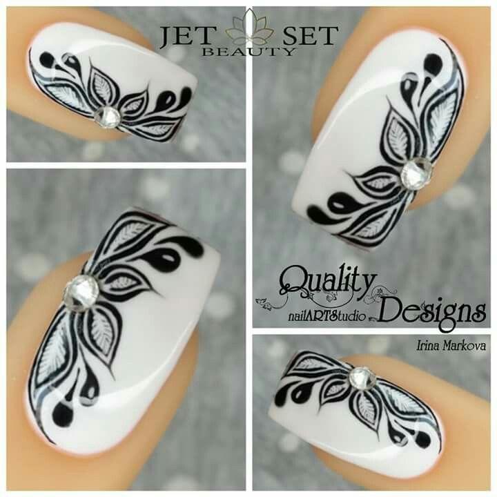 Black white flower nail art