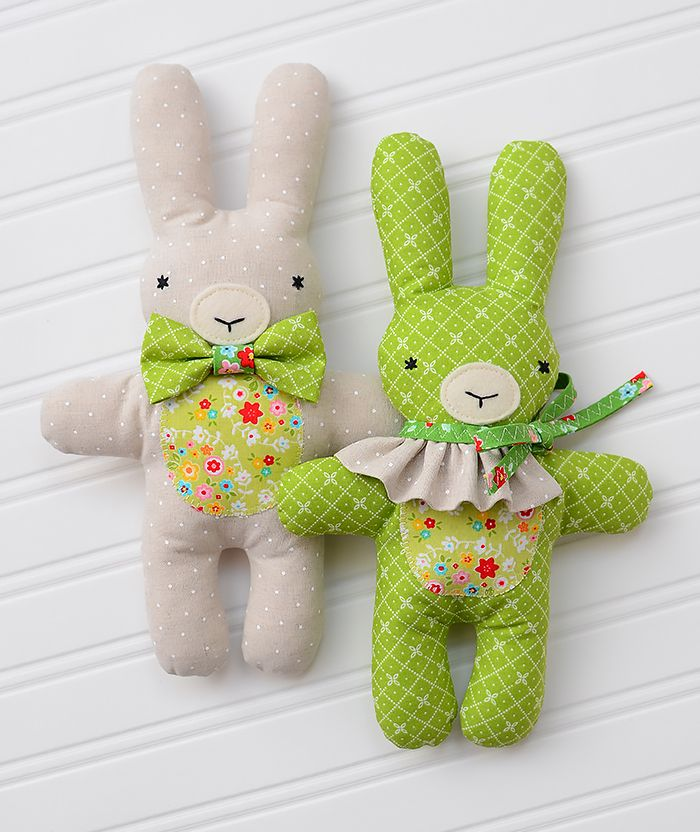 Meet the three little friends Bunny, Bear & Lambkin! The softie pattern for these cute and easy to make stuffed animals is available in my Etsy shop now!