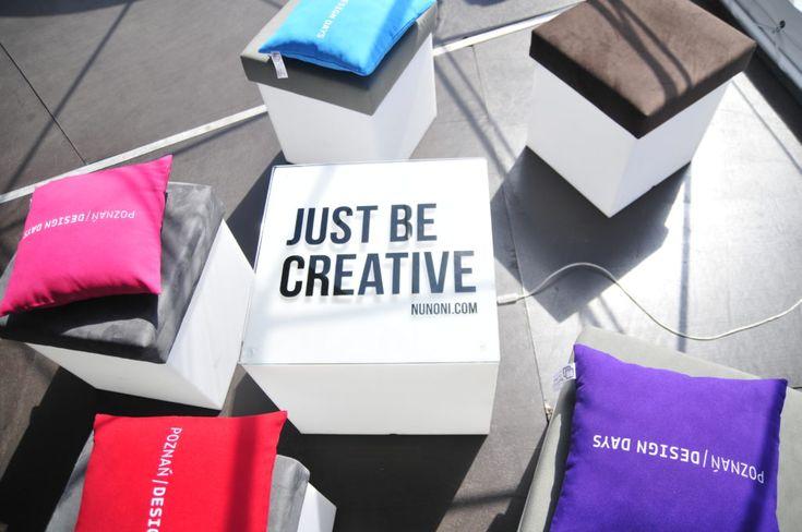 Poznań już pokochał donice! A ty? | Nunoni | poznań design days | public space with cubrick light chairs/tables