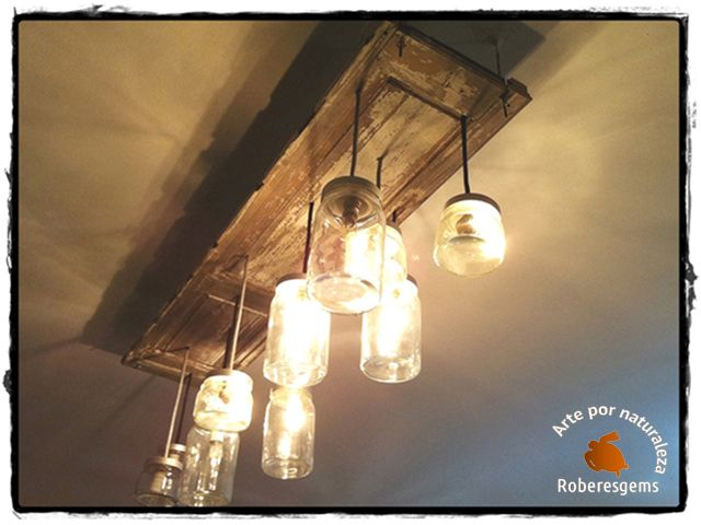 DIY Ideas. Lámpara de techo empleando como base, una contraventana de madera y unos cuantos tarros de cristal, de distintos tamaños, en cuyo interior se ha colocado el casquillo de la bombilla. También puedes usar frascos de cristal de colores o pintarlos tú mismo.