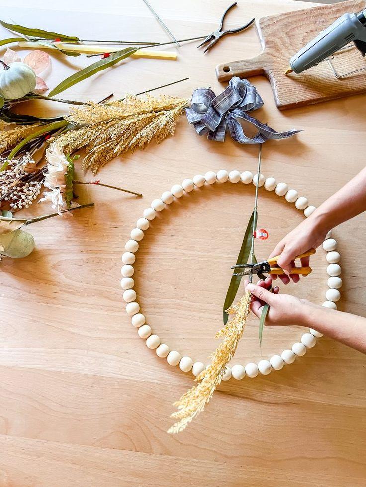 Diy Fall Wreath, Fall Wreaths, Wreath Ideas, Fall Crafts, Diy And Crafts, Make Tutorial, Custom Mirrors, Craft Day, Dollar Store Crafts