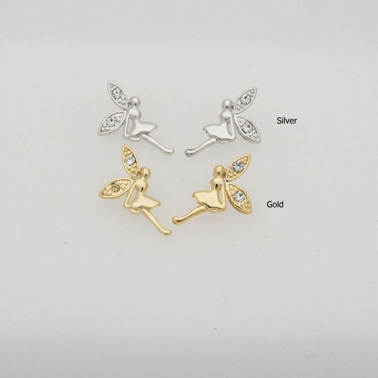 耳元を可愛く飾ってくれるキュートさ抜群のフェアリーピアスです。妖精の羽の部分のラインストーンが華やかさをUPモチーフサイズ:約1.7cm×1.1cm※お客様のPCモニターによって、画像の色が実物と異な…