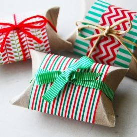 These cute holiday pillow boxes are made with cardboard tubes from toilet paper rolls!