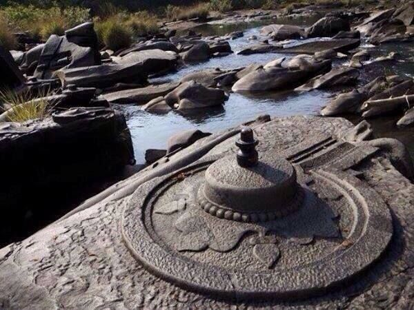 #Shiva #Shiva Linga In Karnataka, India the river Shikri water has reduced for the first time in the history and thousands of Shiva Lingas were seen under water.