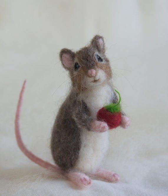Needle Felted Mouse Poseable Realistic Life Sized Etsy Felt Animals Felt Mouse Needle Felting