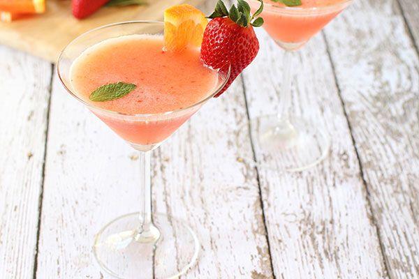 Strawberry Sunrise Cocktail | Relish.com via @castrawberries