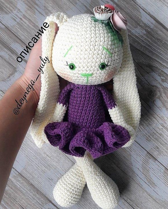 Amigurumi bunny in dress
