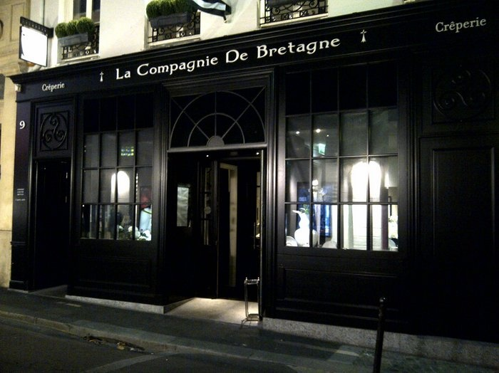 """So chic to enjoy real """"crêpes""""?  So fake, when the famous """"crêpe Suzette"""" is done with miserly sprays of diluted Cointreau.  """"Not fair""""!!!  Advice: just go opposite, at La Pâtisserie Viennoise where strudels, peeps cakes, and creamly hot chocolates are definitely authentic (if you don't are afraid by the """"root"""" spirit ...   Paris, rue de l'école de médecine"""