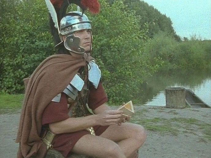 De Romeinen brachten veel spullen naar ons land die we hier nog niet kenden. Perziken, druiven en kippen bijvoorbeeld. Maar ook spiegels, messen, lepels en glas. En wat ook nieuw was: geld!