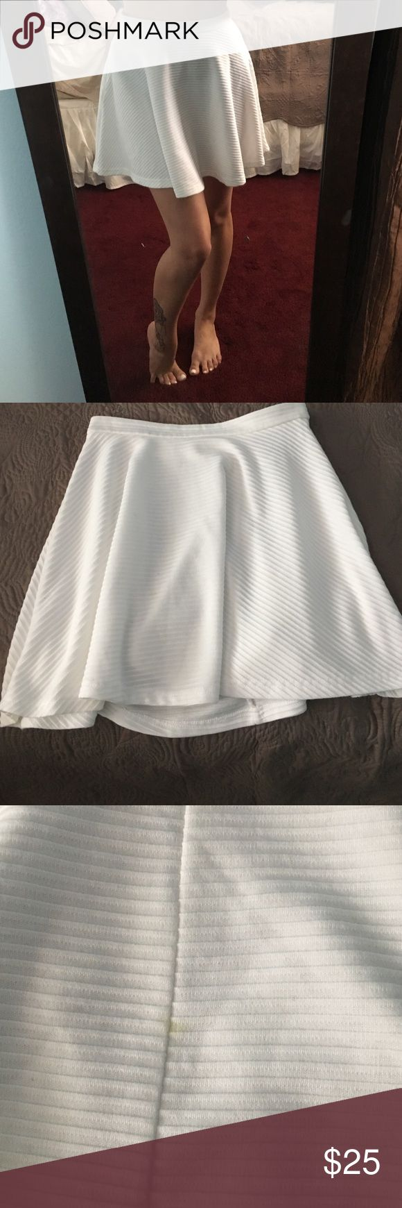 Mini White Skirt Super cute and flowly. XS but also fits a Small. Nothing broken or wrong with it, I just have way too many white skirts. There is a tiny little yellow stain in the back (you really can't see I showed in the picture), that I'm sure comes out once washed, but just letting you know. Skirts Mini
