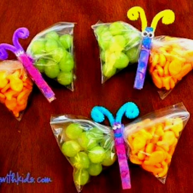 Lunch - Make ties to close bag together to make a butterfly - Fill with grapes and Goldfish