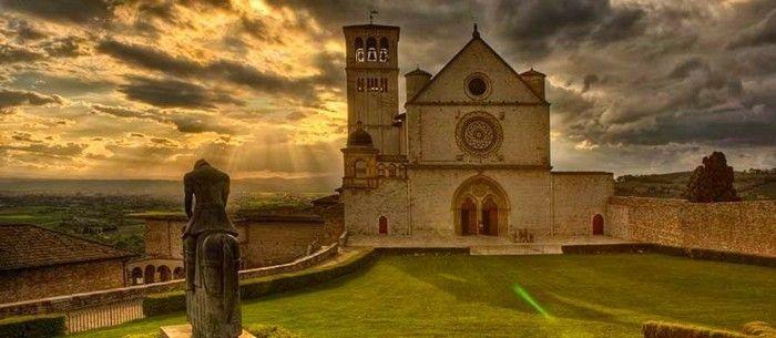 assise le basilique les plus belles villes d italie qui vous amene au moyen age resized
