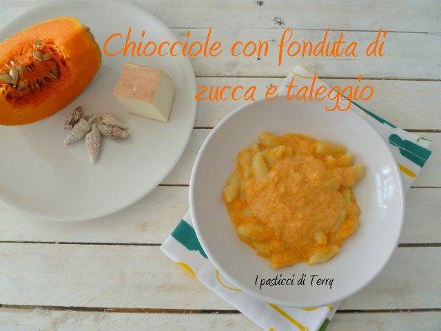 Questa Pasta fresca ha una forma strana, a Chiocciola, come quelle del mare ... il condimento è una fonduta di zucca e taleggio: libidine! http://www.ipasticciditerry.com/pasta-fresca-chiocciole-con-fonduta-di-zucca-e-taleggio/