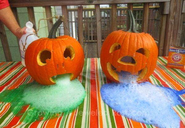 pumpkin play activities- erupting pumpkins: Halloween Parties, Food Colors, Activities For Kids, Science Experiment, Baking Sodas, Kids Halloween, Erupting Pumpkin, Jewels Rose, Halloween Activities