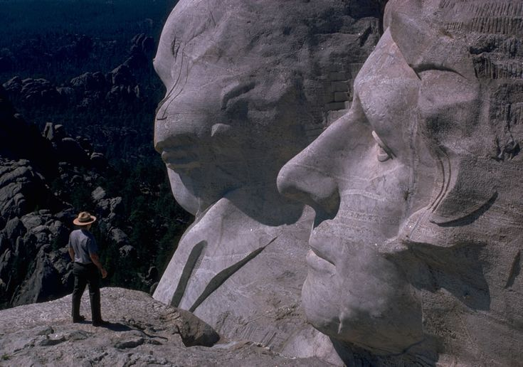 Mount Rushmore National Park ranger with Washington and Jefferson.