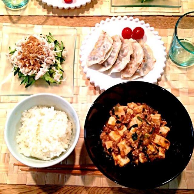 今日は中華ヾ(@⌒ー⌒@)ノ  ⭐を付けてた 沖縄『ピロピロ』ライフさんの麻婆豆腐作ってみました!  旦那さんは麻婆豆腐好きなんですが、私と長女は少し苦手なんですよね(。-_-。)    でも!このレシピは美味しかった♥   お店で食べるのよりは あっさりして和風!?  っぽい?  和風って表現が合ってるか どうかわかりませんが、我が家はこのレシピで作ります(-_^)  ⭐沖縄『ピロピロ』ライフさんの辛くない麻婆豆腐 ⭐納豆と大葉の餃子 ⭐棒棒鶏 - 14件のもぐもぐ - 沖縄『ピロピロ』ライフさんの辛くない麻婆豆腐、棒棒鶏、納豆と大葉の餃子 by meiko4326