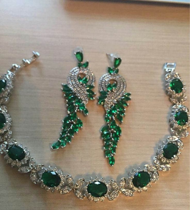 @sharm_jewell. Diamonds and Emeralds Necklace and Earrings