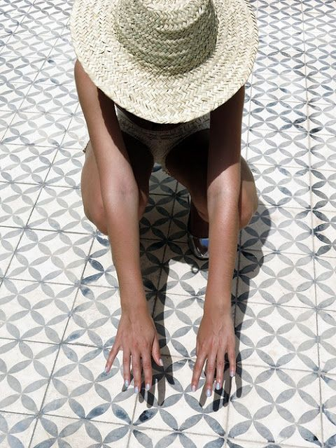 #ihavethisthingwithfloors. Check out our sun hat inspo for your next sunny vacation!