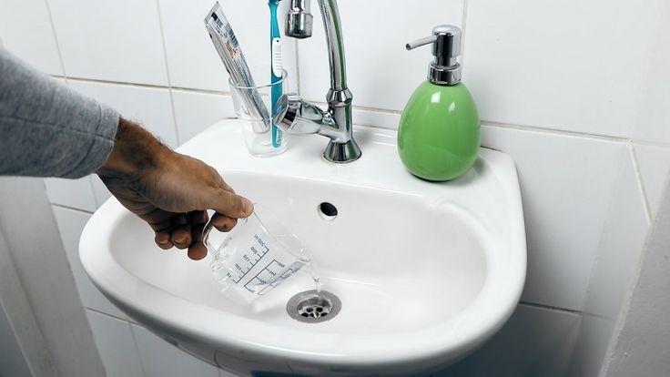 Idővel a mosdókagylók, fürdőkádak lefolyójának áteresztőképessége lecsökken, mert bennük jelentős mennyiségű szemét, piszok gyűlik össze. Aztán egy szépnek nem nevezhető napon az eltömődés foka olyan naggyá válik, hogy a víz már alig folyik le. Ne rohanjunk azonban rögtön vízvezeték szerelőhöz, vagy az üzletbe lefolyótisztítókért! A Bidista.com szerkesztőségemost elmondja kedves olvasóinak,[...]
