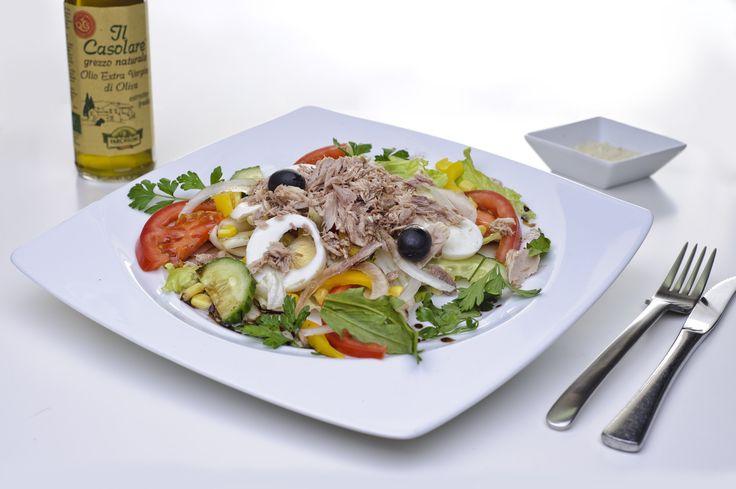 Lekker fris en zo gemaakt! Gemengde salade met tonijn.