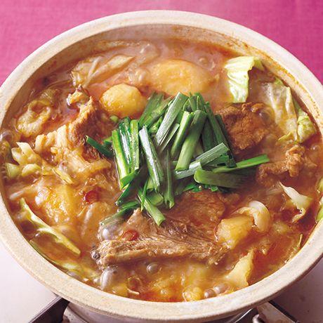レタスクラブの簡単料理レシピ 煮干しも入れて、スープに深みを出して「豚スペアリブのカムジャタン鍋」のレシピです。
