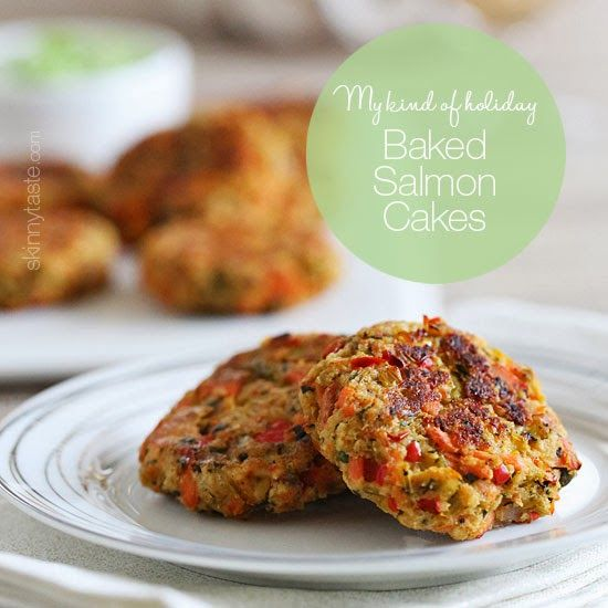 These baked salmon cakes are light and healthy! Served with my favorite zesty avocado cilantro sauce for dipping – absolutely addicting!  #mykindofholiday
