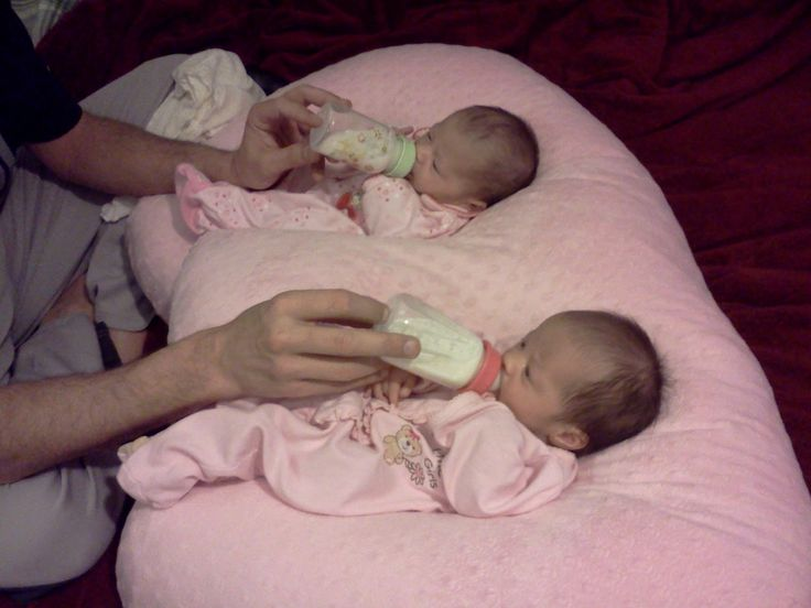 Repin if you know someone that has twins! Desert Firefly Blog: Twin Z Pillow