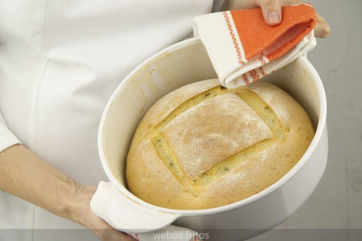 Con este vídeo te enseño a hacer pan en casa fácilmente, y lograrás hacer tu primer pan.