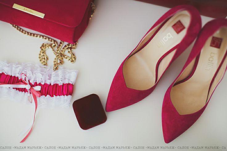 Туфли Ballin цвета фуксии, яркий клатч, подвязка и обручальные кольца!