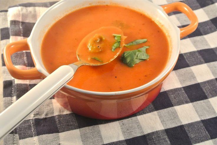 tomatenroom soep met tortellini, ik zou er alleen verse tomaten in doen en een beetje spinazie!! :)