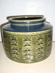 PALSHUS pot designed by Annelise og Per Linnemann-Schmidt made in chamotte. H: 15 cm D: 19 cm. From the 50s. #Palshus #Linnemann #Schmidt #chamotte #stoneware #ceramics #Danish #krukke #pot #lamp #tilsalg #forsale on www.klitgaarden.net
