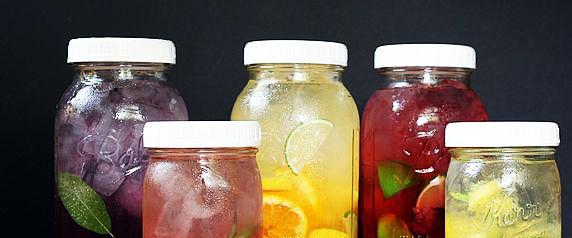 Apa infuzata/Apa cu aroma de fructe http://www.topfitness.ro/sfaturi-pentru-slabit/apa-infuzata/