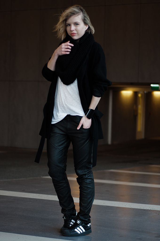 RED REIDING HOOD: Fashion blogger wearing baggy tapered slouchy coated leather pants G-Star Raw jeans trousers Adidas Superstar original vintage sneakers streetstyle all black everything outfit dark edgy model off duty look streetstyle