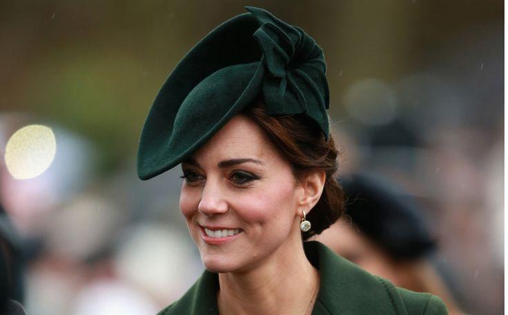 Kate schittert in green coat van Sportmax