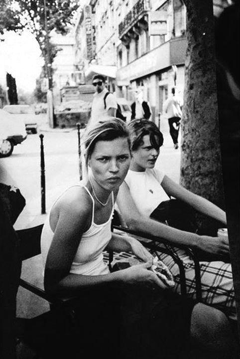 Kate Moss with Stella Tennant, Paris 1993 / ph: Larry Paul Scott