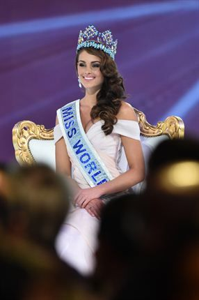 Miss South Africa and the 2014 Miss World, Rolene Strauss, poses in her seat after being crowned during the grand final of the Miss World 2014 pageant. (Photo by AFP/Leon Neal)