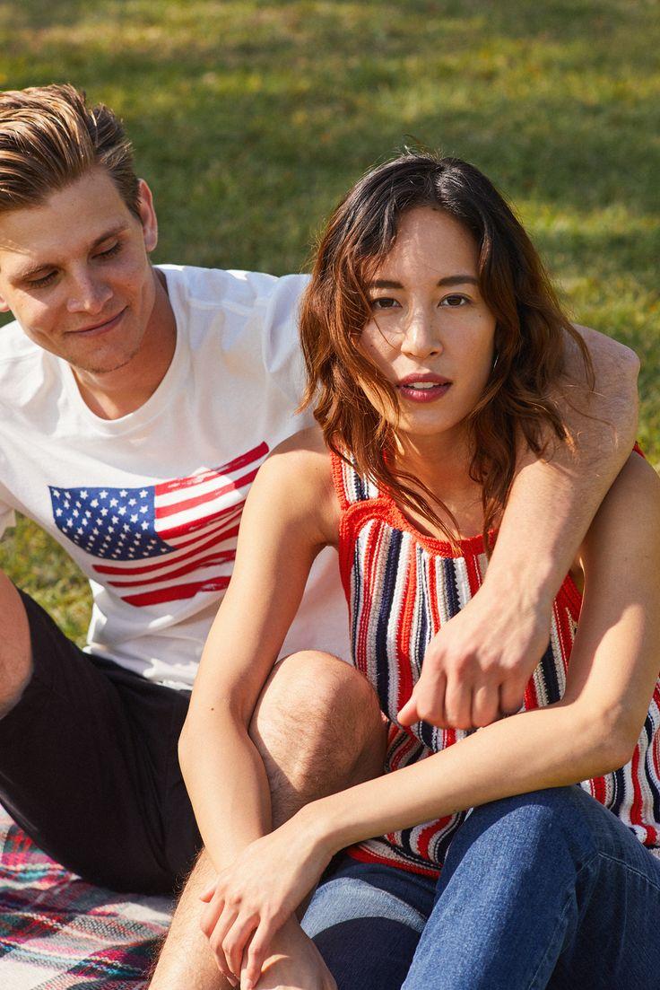 毎日がハッピーになる、夏を感じさせるトップス。  [Women] ストライプクローシェタンクトップ ¥3,900 スリムクロップデニム ¥7,900  [Men] USフラッグT ¥3,900 カジュアルストレッチショーツ ¥5,900  #IAmGap #Tシャツ #星条旗 #タンクトップ #ストライプ #デニム #ワイドレッグ