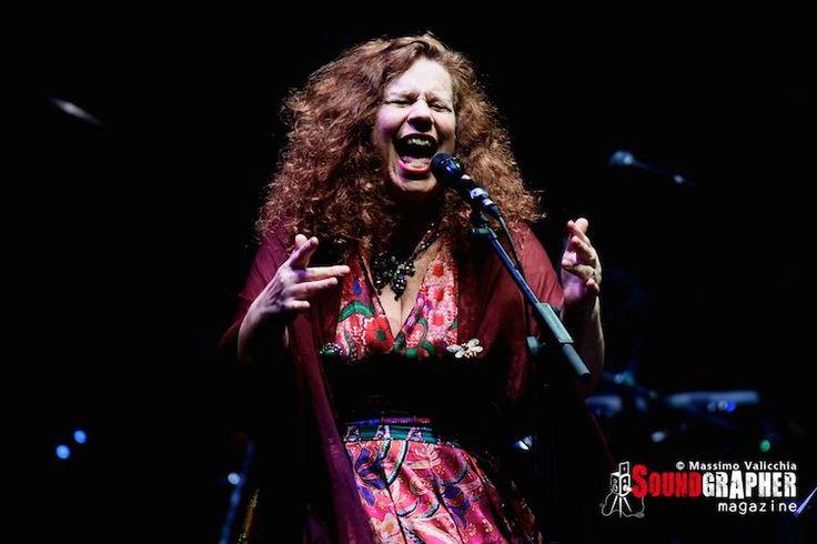 SARA JANE MORRIS http://www.soundgrapher.com/photolive-sarah-jane-morris-roma-07102014/