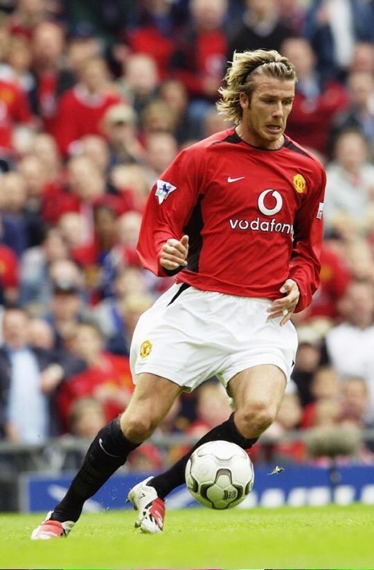 Los mejores trazos largos los vi salir de los botines de David Beckham. Sobre todo en el Manchester United.