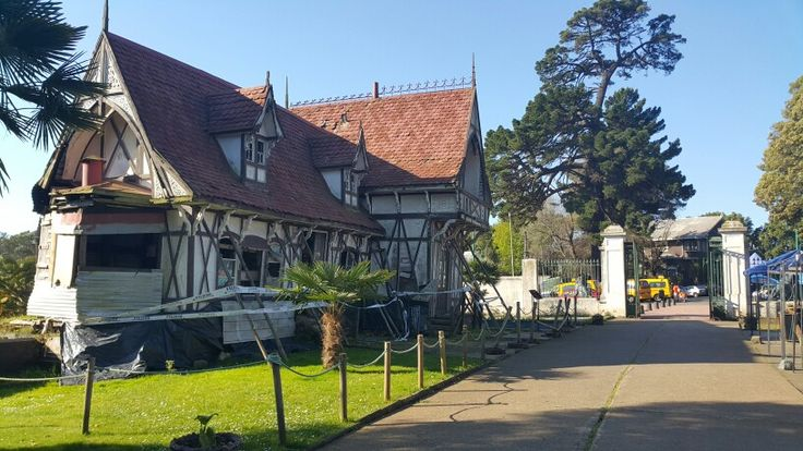 Casa de la admoinistracoon dañada por el terremoto 2010
