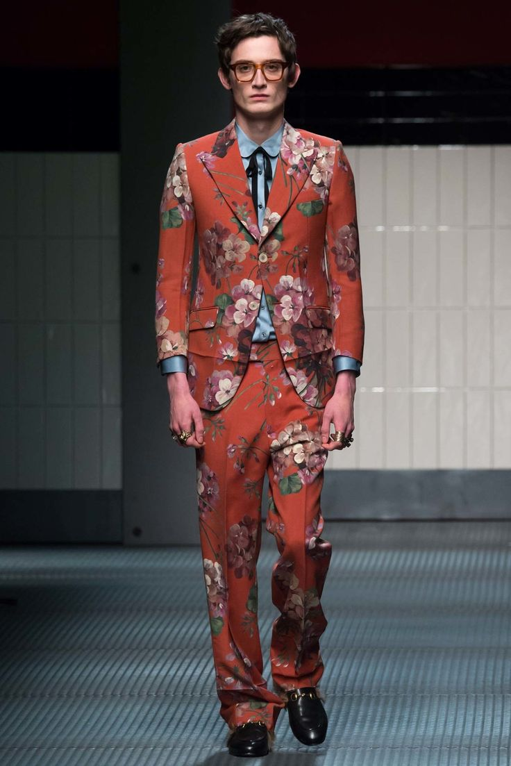 See the complete Gucci Fall 2015 Ready-to-Wear collection.