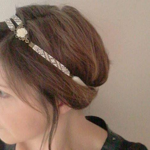 Headband  / Bijou de Tête / Bandeau Cheveux / Serre Tête Motif Géométrique Tissé en Perles et Fleur en Résine sur un Cabochon de la boutique EmmashopCreations sur Etsy