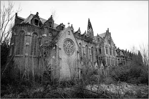 Castle Mesen, Aalast, Lede. Belgium. Demolished 2010. One of the coolest rotting castles I've ever seen, tragically gone now.