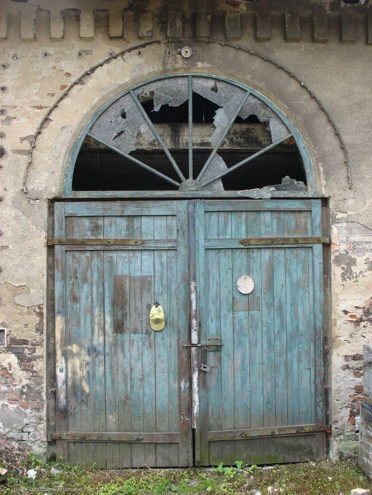 Fotoblog tychy-miasto-nieuczesane.flog.pl. - Tyskie furtki, bramy, drzwi... Z dawnej Huty Paprockiej. Już nikt, nigdy, nie zobaczy tego na żywo:( zdążyłem jednak z aparatem... :). ...