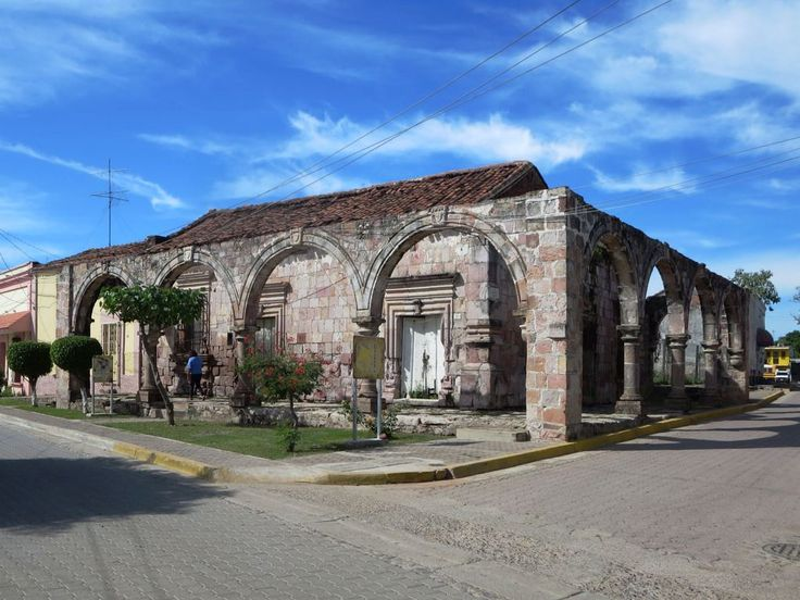 Founded in 1655, the old mining town of El Rosario was the most important city in northwestern Mexico during Spanish colonial times. The Arcos Virreinales (1760) are a legacy of that period.