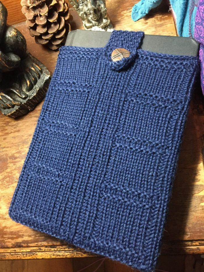 Free Knitting Pattern for River Song's Diary - Book cover cozy with a TARDIS motif inspired by Doctor Who. Designed by hells456. Pictured project by BeanQueen