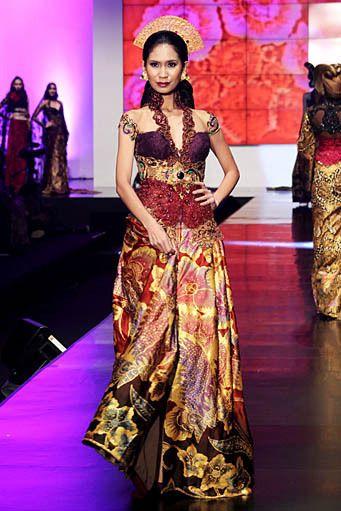 """Anne Avantie """"Indonesia Sehati"""""""